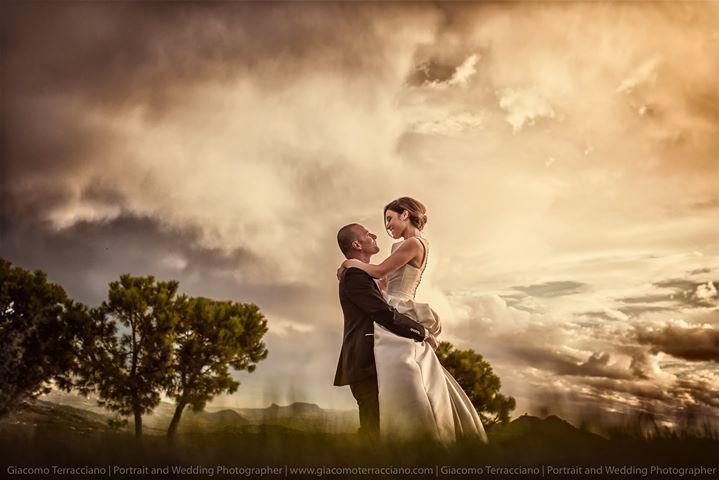 Stamattina ci siamo svegliati Rock e non possiamo che condividere una foto aggressivissima di una coppia veramente rock! :D  Lucia e Filippo  http://ift.tt/1ME3sbf #wedding #weddingphotographer