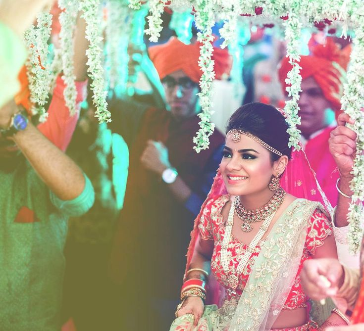 White phoolo ki chaadar is what a happy bride dreams about for her entry  #trending #trendsettingentry #glamorousentry #funfilledgroomentry #trendsetter #beautifulbride #entryinspirtion, #trending #trendsettingentry #glamorousentry #funfilledgroomentry #trendsetter #beautifulbride #entryinspiration #entryideas #weddingevent #weddingphotography #bestbridalentry