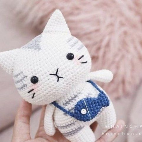 Amigurumi button-eye cat | Pattern included in the