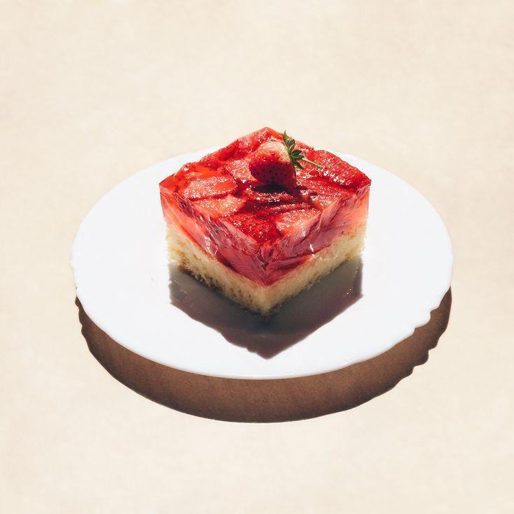 Biszkopt z truskawkami 🍓 😋#truskawki #strawberries  #deser #wypieki #domowewypieki #ciasto #cake #food #biszkopt #spongecake