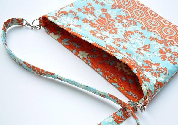 Custom Laptop Bag Pattern. http://www.themotherhuddle.com/tutorial-how-to-make-a-custom-laptop-bag/