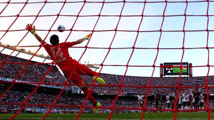 ICYMI: Diario deportivo argentino celebra detención de siete españoles que retransmitían fútbol gratis