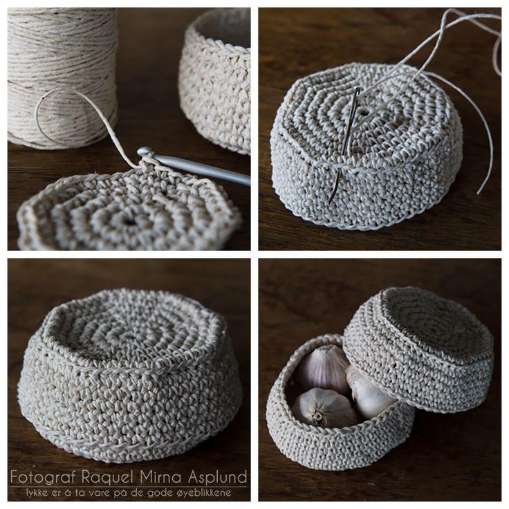 Fr. Asplund: En liten heklet kurv med lokk til hvitløk - mini basket for garlic