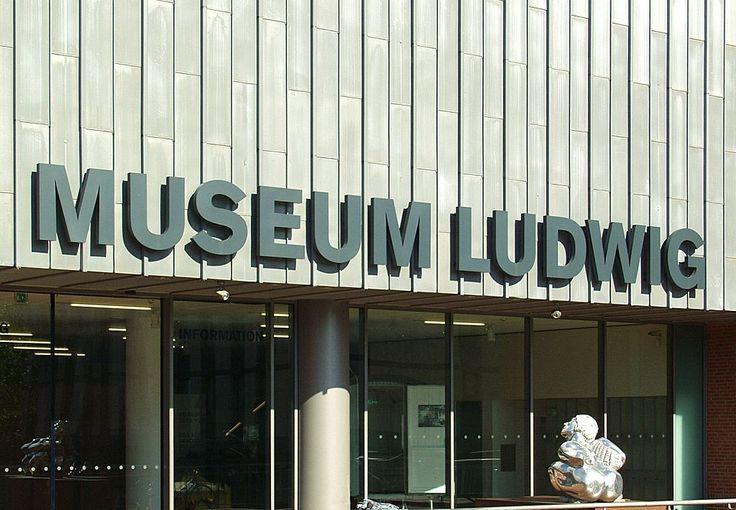 Museum Ludwig Köln - Südeingang - Schriftzug - Museum Ludwig – Wikipedia
