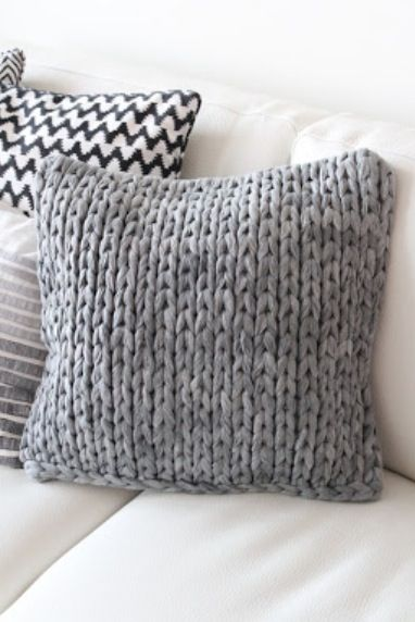 Knitted pillow