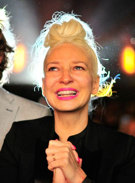 Sia Furler is the cousin of popular Australian Christian rock musician Peter Furler. Description from boomsbeat.com. I searched for this on bing.com/images