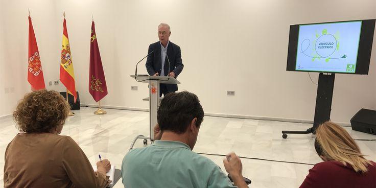 El Ayuntamiento de Murcia ha lanzado subvenciones por un valor que supera los 163.000 euros destinadas al fomento de la movilidad eléctrica y la eficiencia energética dentro del objetivo de reducir las emisiones de gases contaminantes asociadas a la actividad humana para el cumplimiento de los compromisos del Plan de Alcaldes pro el Clima y …