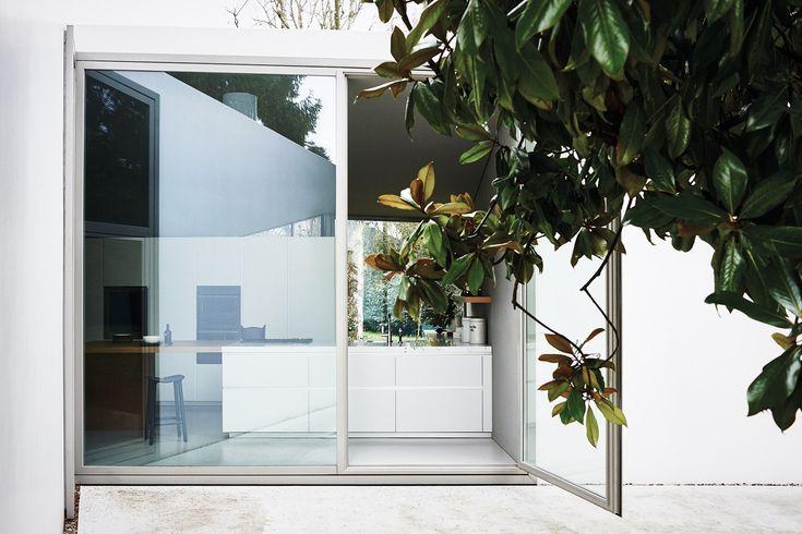 Fitted kitchen with island MAXIMA 2.2 - COMPOSITION 3 by Cesar Arredamenti design Gian Vittorio Plazzogna
