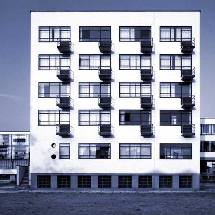 Walter Gropius - The Bauhaus school in Dessau