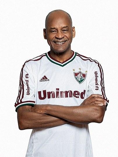 Fluminense lança nova camisa com direito a homenagem ao ídolo Assis