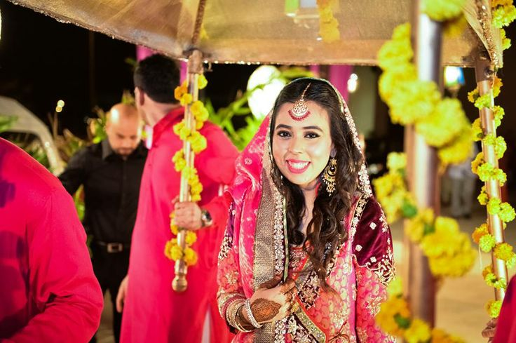 Bridal Mehndi Entrance : Love the colors and dupatta entrance pakistani