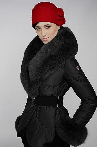 Luxurious Women's Jacket  Down Filled Jacket Trimmed in Fox Fur