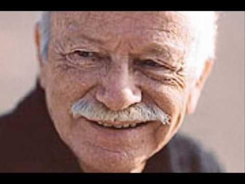 Gino Paoli - La gatta - Boccadasse nato a Monfalcone nel 1934, è un cantautore, musicista, e, per un breve periodo, politico italiano. È uno dei più grandi rappresentanti della musica leggera italiana degli anni '60 e '70. Il cielo in una stanza, La gatta, Che cosa c'è, Senza fine, Sapore di sale, Una lunga storia d'amore, Quattro amici.