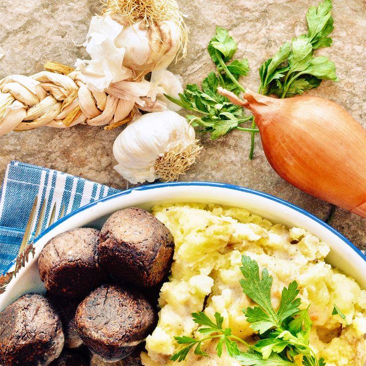 Bönbullar med potatismos och brunsås! Receptet hittar du i meny 8. Ha en fin dag! 😊