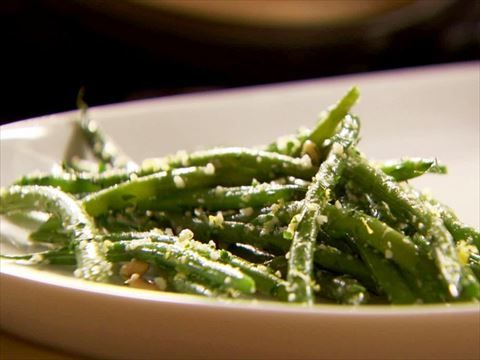 Green Beans with Lemon and Garlic Recipe - only I would use lemon pepper seasoning and oven roast them