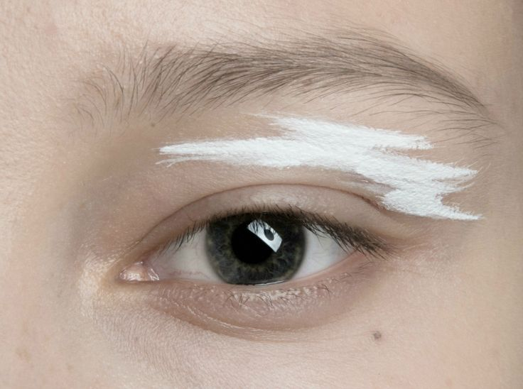 Editorial eye makeup inspiration with graphic white strokes // Masha Ma