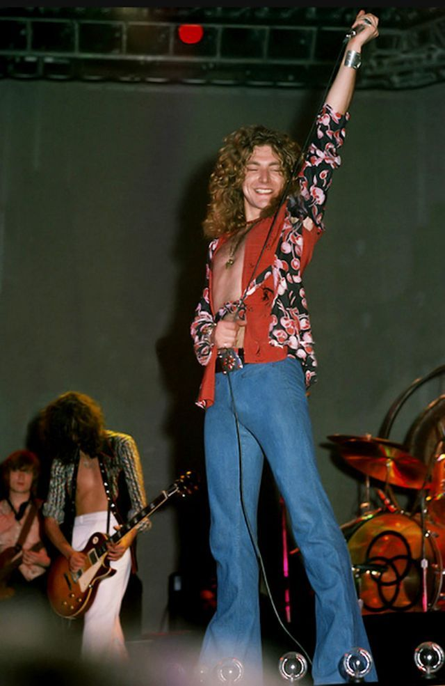 20 Amazing Photographs of Robert Plant in Flares a…