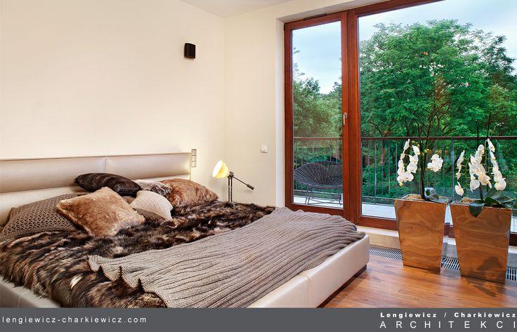 Sypialnia. Projekt i realizacja: lengiewicz-charkiewicz.com #bedroom #leather (fotografia: Aleksander Rutkowski)