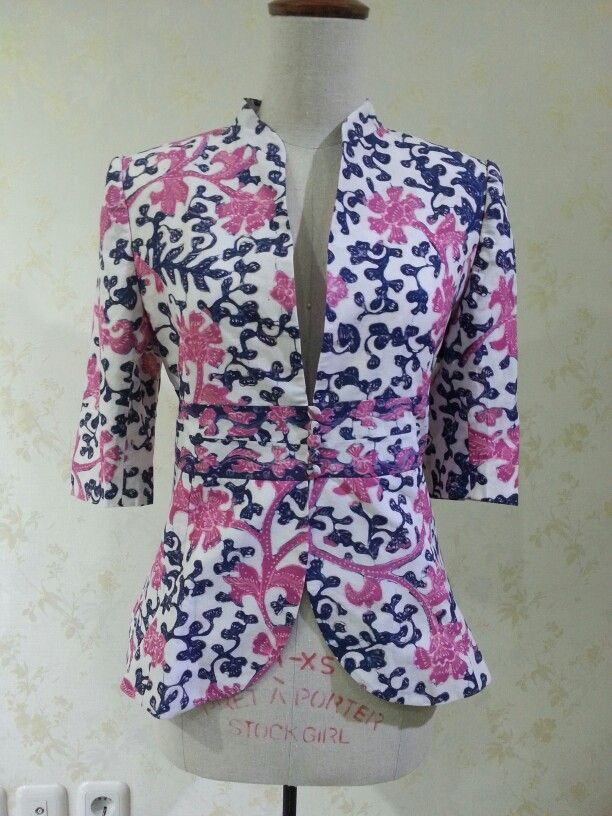 Casual 3/4 sleeve blazer made from batik tulis lasem. Made by Dongengan (Facebook: https://m.facebook.com/dongengan)
