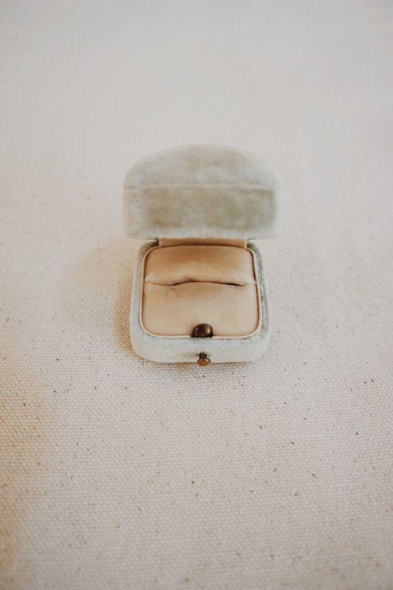Antique Velvet Ring Box Vintage Mint u0026 Cream by ForesterCo on Etsy & Best 25+ Velvet ring box ideas on Pinterest   Antique jewelry ... Aboutintivar.Com