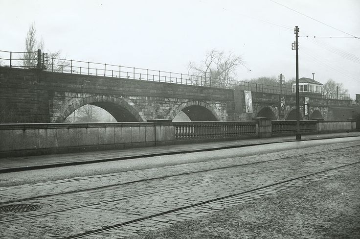 Road bridge and railway viaduct over the River Cart, photo taken in 1957 from Pollockshaws Road near West station. The Glasgow Story.