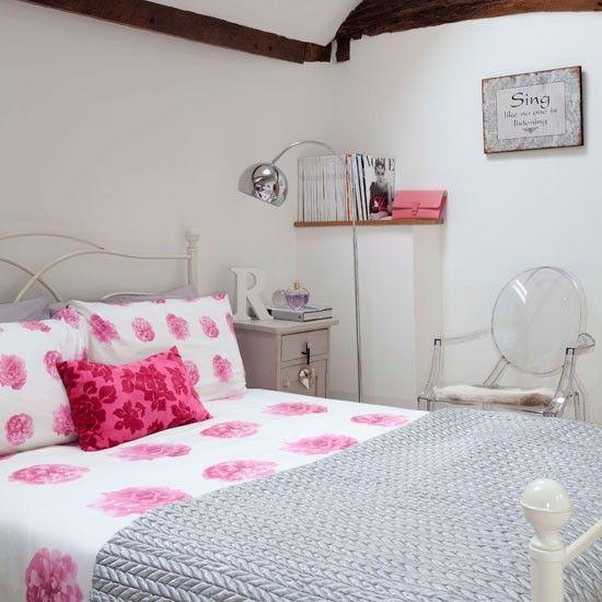 Lindo quarto decorado com rosa