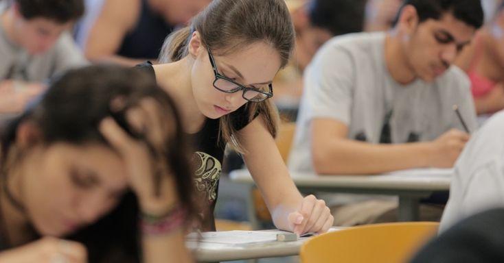 Unesp publica resultado final do Vestibular 2017 nesta sexta-feira -   AUniversidade Estadual Paulista (Unesp) publicará a partir das 9 horas de sexta-feira (3/2), nos endereços vestibular.unesp.br ewww.vunesp.com.br, o resultado final do Vestibular 2017. O exame foi aplicado em duas fases e registrou 102.230 inscritos. As provas foram aplicadas em 31 - http://acontecebotucatu.com.br/educacao/unesp-publica-resultado-final-do-vestibular-2017-nesta-sexta-feira/