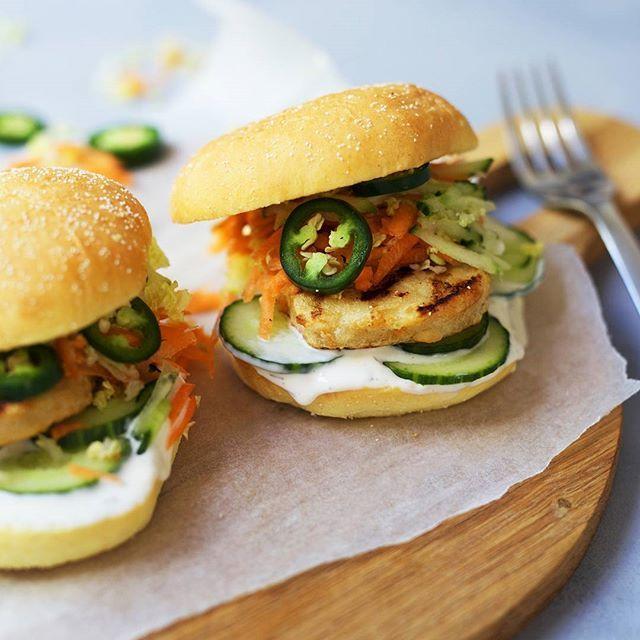 Varier burgermiddagen og prøv miniburger med våre grillede fileter! God burger! 🍔😋 Oppskriften finner du på Facebooksiden vår! 👌 (se link i bio) #HälsansKök #sliders #nomnomnom #meatfree #meatless #vegetarmat #kjøttfritt
