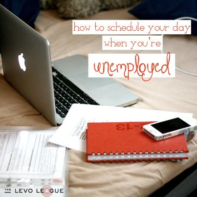 How To Schedule Your Day When You're Unemployed 1. Make a schedule, and stick to it. 2. Plan out your day. 3. Create a weekly list of goals. 4. Maintain a positive attitude.