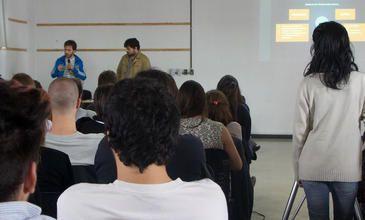 Bruno Fauceglia y Alejandro Carillo Penovi exponiendo sus experiencias personales