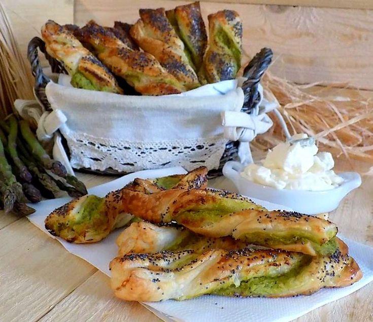 Torciglioni di sfoglia con asparagi e gorgonzola