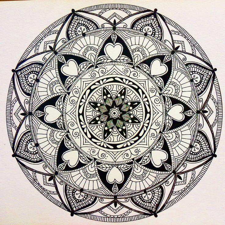 今日は事務所に一人しかいなくて、 最初から最後まで一気に仕上げてみたら…… . . . 3時間くらいかなと思っていた制作時間は . . . 5時間半でしたとさ。 . . . 久々にミギー崩壊 . . . #ゼンタングル#ゼンタングルアート #art#ボールペン画 #zendala #zentangle #zendalas #zentanglemandala_comp #zendoodle #mandala #mandaladoodle#zen #artgeek #art_worldly
