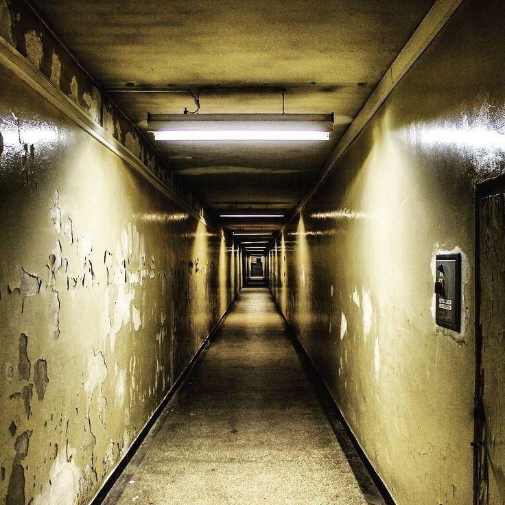 Tunel między budynkami S i Z Centrum Administracyjnego Huty. #tunel #nowahuta #igerskrakow #igersnowahuta #Explorer #mistery #cahil #fun #instaphoto