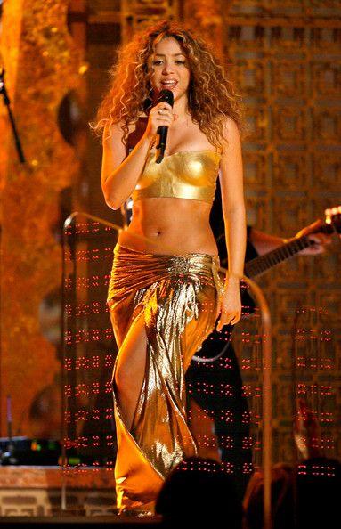 Rubi: As roupas bollywood e de dança do ventre de Shakira