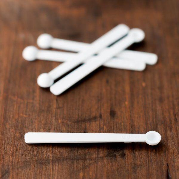 mini lžička pro nabírání malých množství do dekorativní kosmetiky