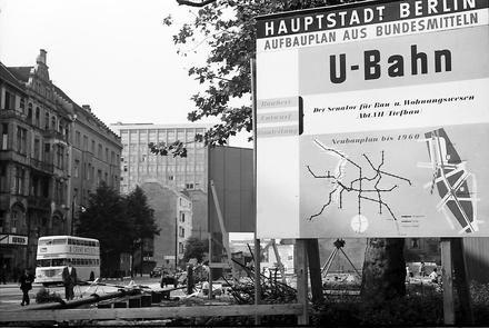 Berlin: U-Bahn Bau; Linie G; Plan des U-Bahn-Netzes am Rankeplatz 1957