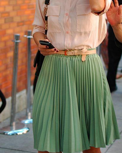 Green pleated skirt!Colors Combos, Mintgreen, Fashion, Mint Green, Mint Skirts, Pale Pink, Pastel Colors, Pleated Skirts, Belts