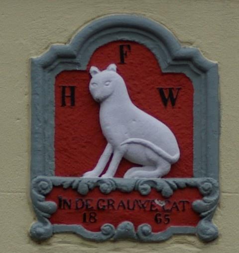 Oude gevelsteen in de grauwe kat 1865