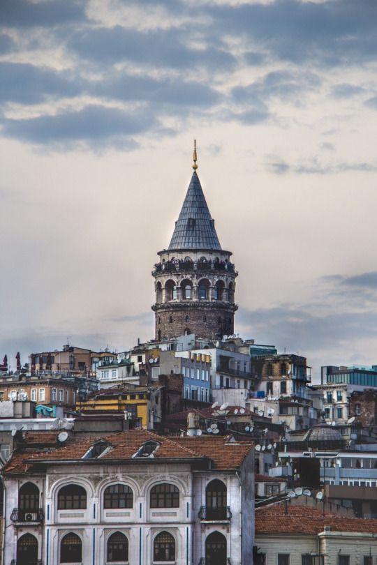 Galata Kulesi, mahallenin Marjinal Çocuğu
