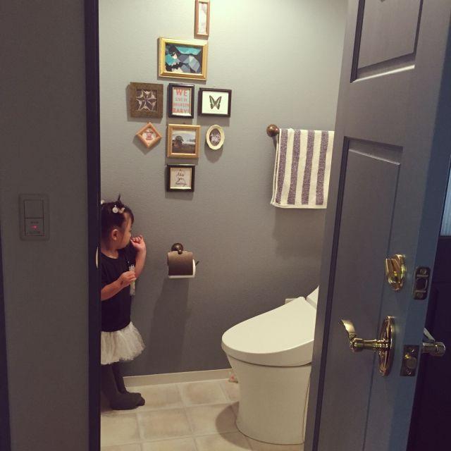 kanaさんの、バス/トイレ,トイレ,トイレの壁,無垢材,グレー,ベンジャミンムーア,真鍮ドアノブ,リフォーム会社CSP,のお部屋写真