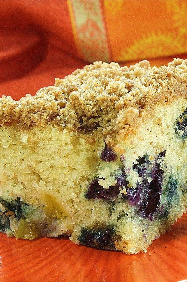 Buttermilk Mango Berry Crumb Cake Recipe In 2020 Dessert Recipes Cake Recipes Buttermilk Coffee Cake