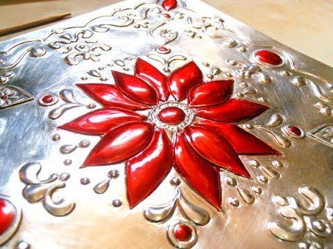 Como pintar sobre repujado en aluminio con pintura vitral - YouTube