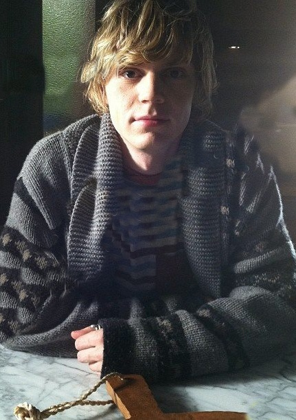 evan peters is the scariest thing i've ever seen on television despite the fact that he looks like a baby kurt cobain.