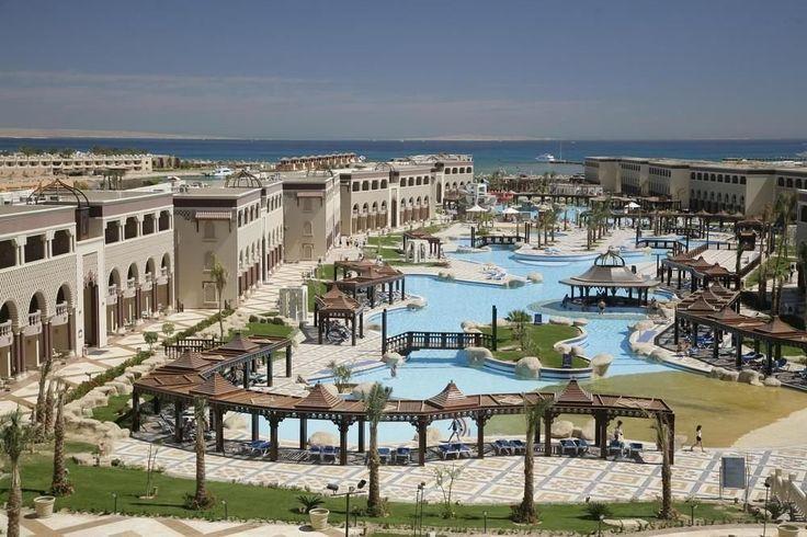 Отель Sentido Mamlouk Palace Resort расположен в городе Хургада. От отеля до пляжа 5 минут ходьбы. Отель Sentido Mamlouk Palace Resort окружен красивым садом. К услугам гостей 2 больших бассейна, водные горки, 2 теннисных корта, дартс, пляжный волейбол. Есть все необходимое для занятий виндсерфингом.  В отеле 530 номеров.http://www.bontravel.com.ua/tours/hotel-sentido-mamlouk-palace-resort-egipet/