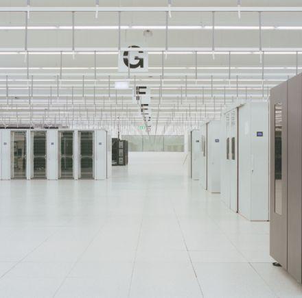 NURSING DATA: THE ARCHITECTURE OF COMPUTING CENTRES