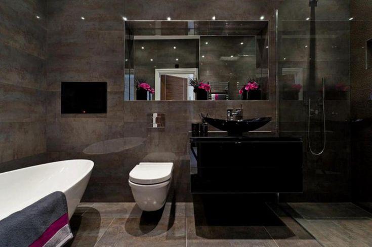 Belle salle de bain moderne au design foncé
