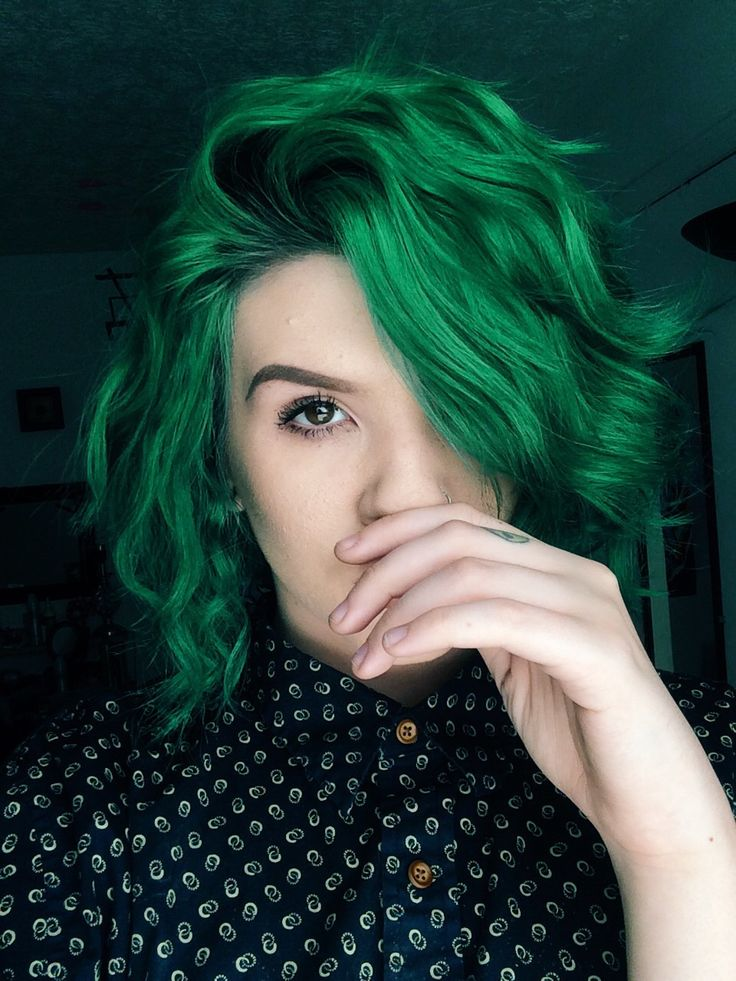 Dark green dyed hairstyle - http://ninjacosmico.com/28-crazy-hairstyles-ideas/