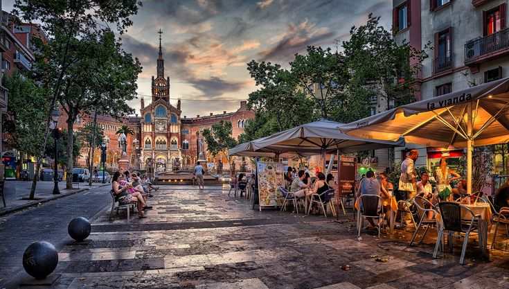 https://flic.kr/p/GRzAYC | Avenida Gaudi con el Hospital de Sant Pau al fondo, Barcelona, España | Crepúsculo en el Hospital de Sant Pau, Barcelona dleiva.com/