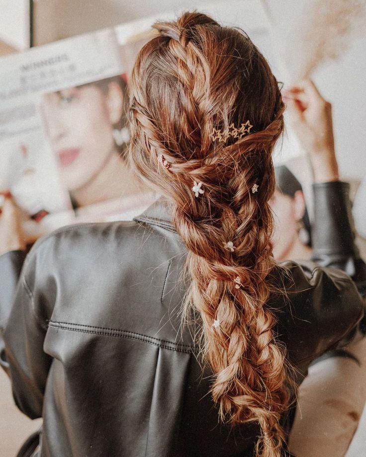 """ANIAM on Instagram: """"En la cuarentena me invento peinados despeinados✨  Les comparto una lista de cosas para cuidar su pelo siempre✨ -Desenredarlo antes de…"""" Braided Hairstyles, Braids, Girly, Dreadlocks, My Style, Hair Styles, Instagram, Beauty, Tumblr"""