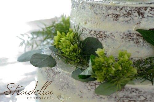 Wedding cake seminaked